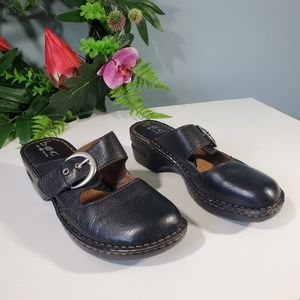 BOC Clogs black size 8 Leather